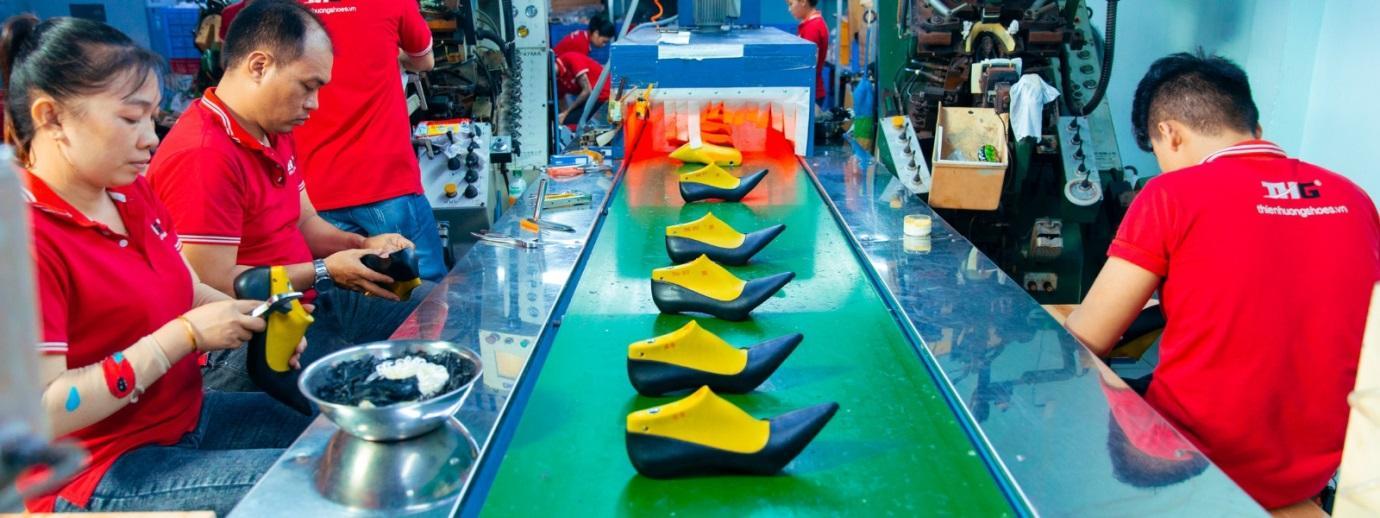 Nhập giày dép sỉ tại Thienhuong Shoes