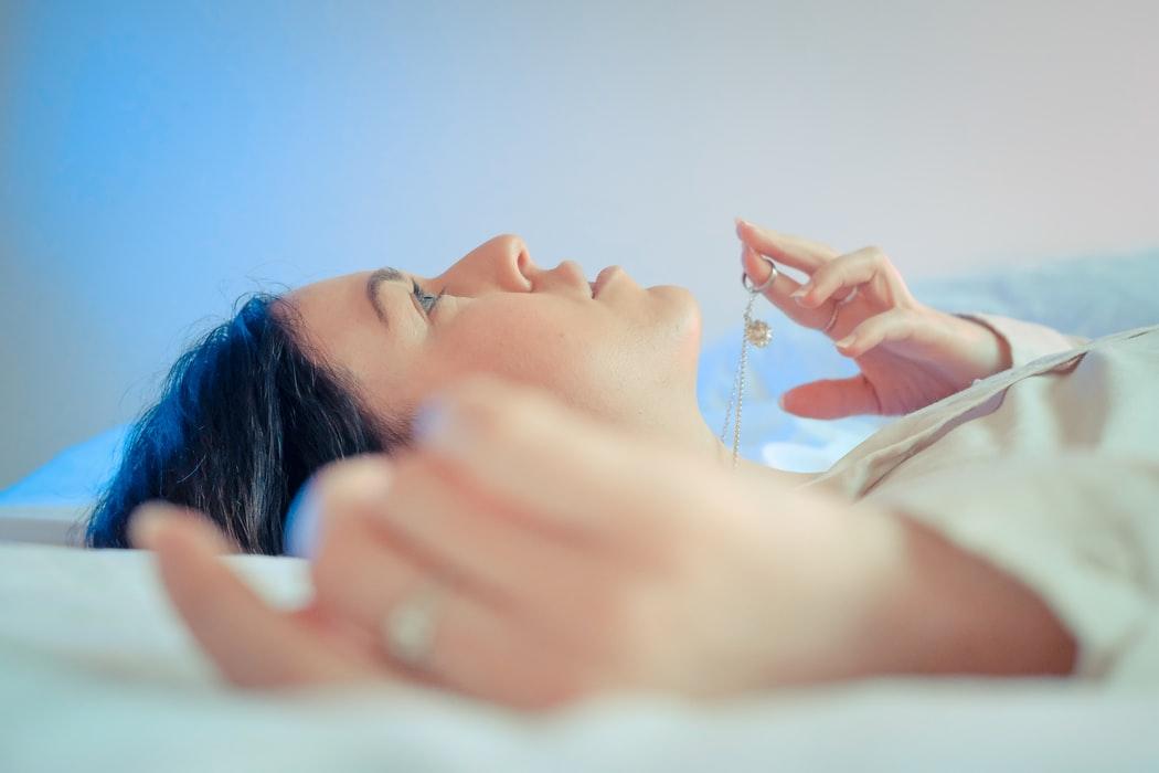 Mais mulheres do que homens relataram dificuldade para dormir. (Fonte: Unsplash)
