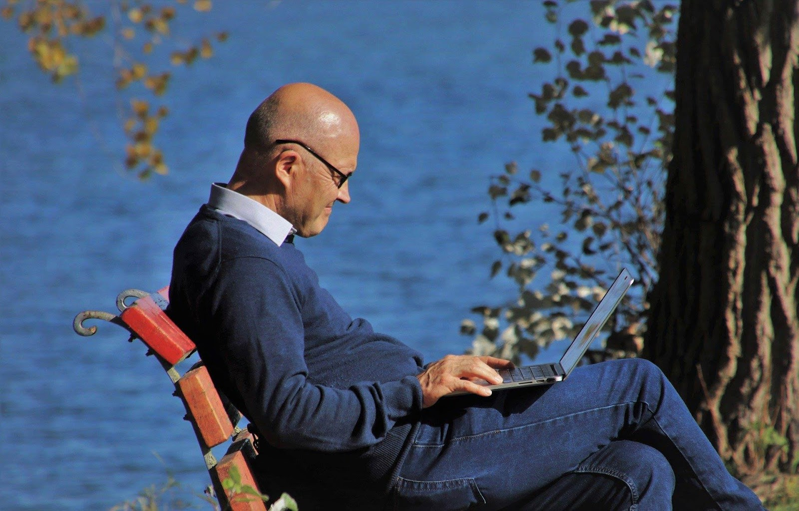 https://vendre-ses-photos-en-ligne.com/wp-content/uploads/2020/03/laptop-relax.jpg