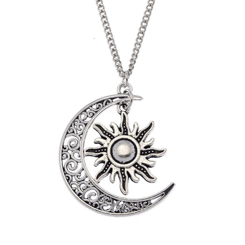 Срібний кулон - символ місяця і сонця