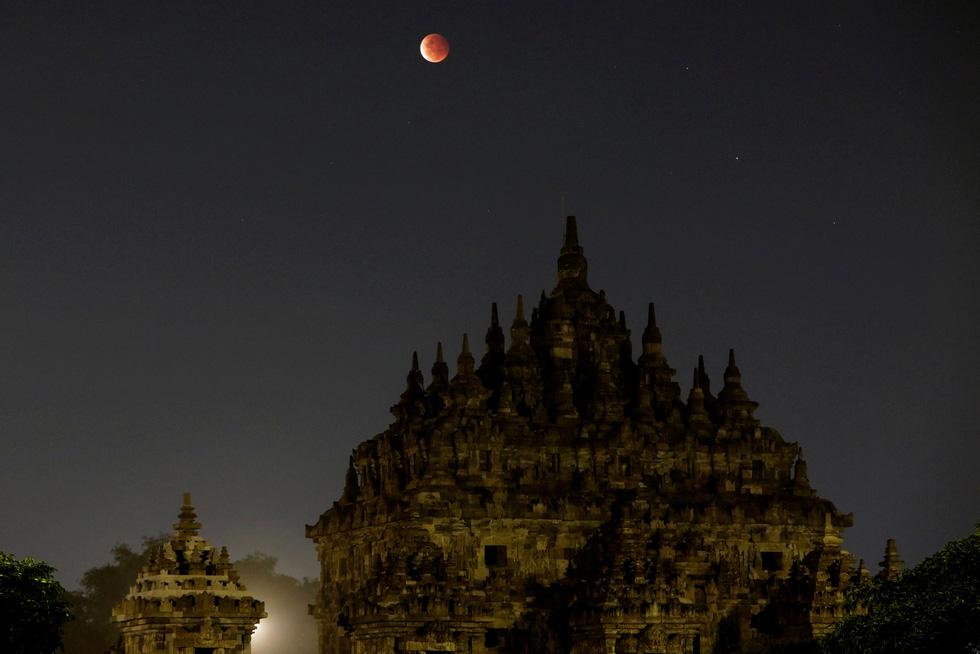 Thưởng thức siêu trăng máu khắp thế giới 10 năm mới có 1 lần - Ảnh 6.