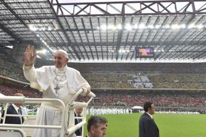 Milan: 78.000 người chào đón Đức Thánh Cha tại sân vận động San Siro, trong không khí của 'một trận bóng đá'
