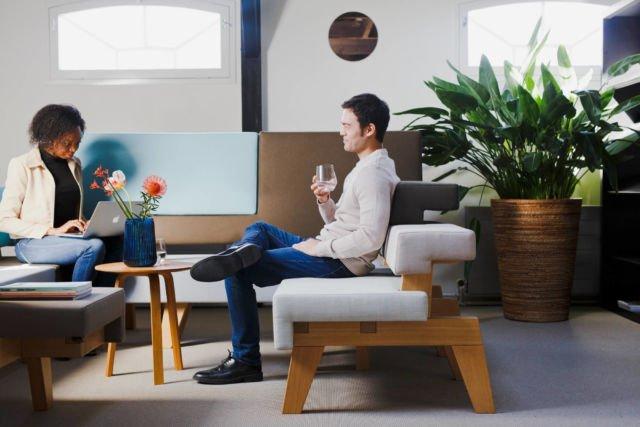 Mức độ hạnh phúc khi ngồi cùng nhau trên ghế sofa
