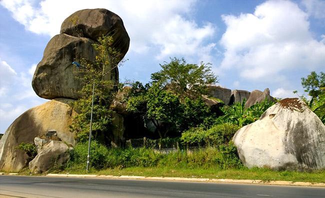 Quần thể núi đá Ba Chồng tại Định Quán