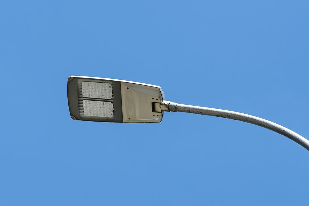 Lâmpadas de LED garantem melhor eficiência na iluminação pública. (Fonte: Shutterstock)
