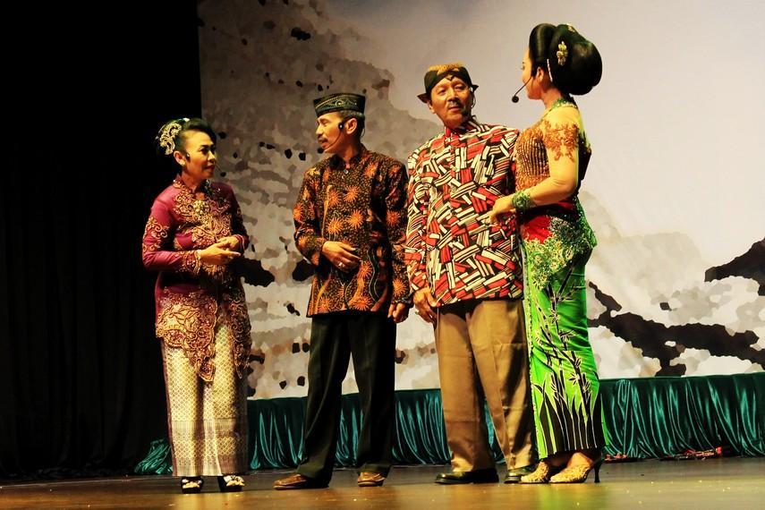https://www.indonesiakaya.com/uploads/_images_gallery/3__Pertunjukan_ludruk_biasa_mengangkat_tema_kehidupan_sehari-hari_dan_kisah_perjuangan.jpg