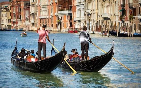 http://i.telegraph.co.uk/multimedia/archive/02654/gondola_2654168b.jpg