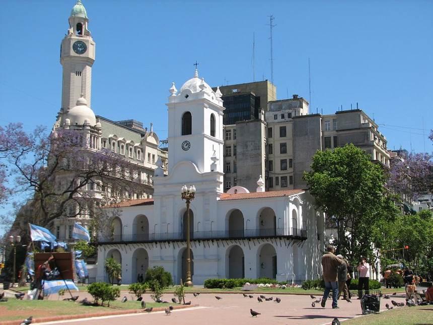 Descrição: http://www.buenosaires.travel/wp-content/buenosaires_uploads/cabildo.jpg