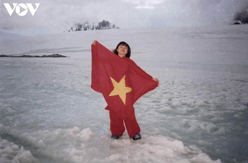 Cờ Việt Nam tung bay ở Nam Cực và chuyện về hành trình chống biến đổi khí hậu
