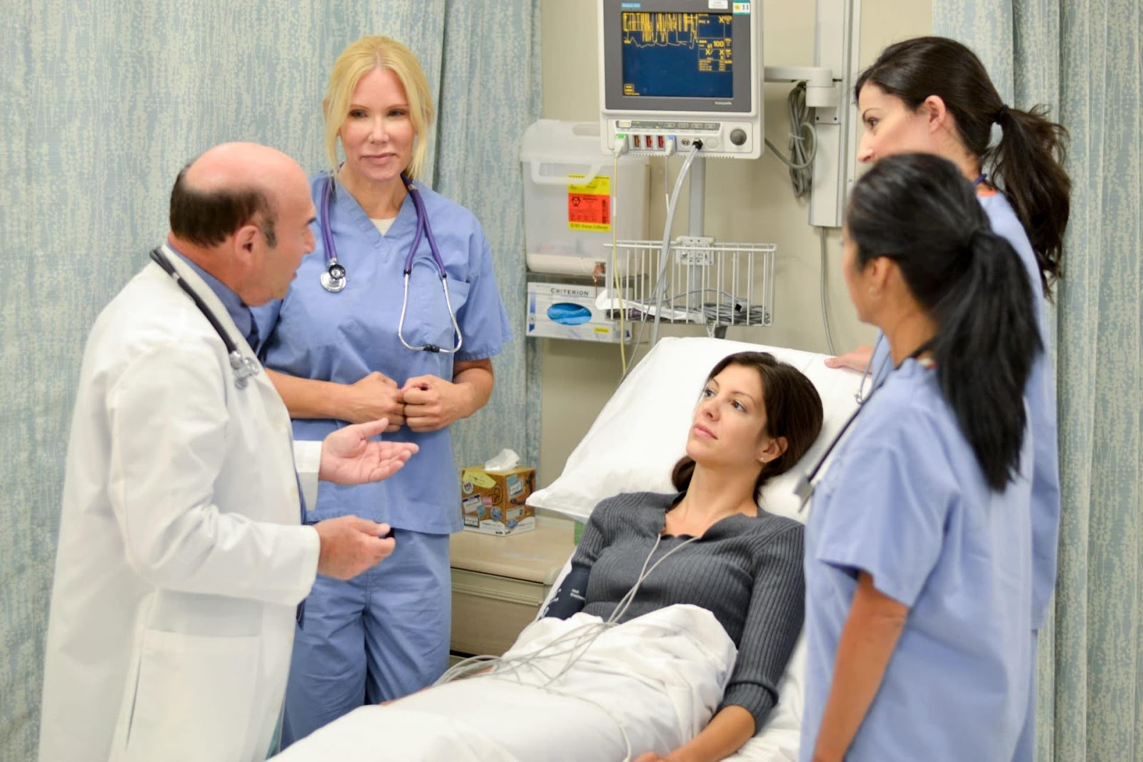 C:\Users\Korisnik\Desktop\Steven-L-Mandel-MD-and-Team-Caring-for-a-Patient.jpg