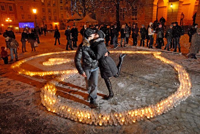 серце із свічок.jpg