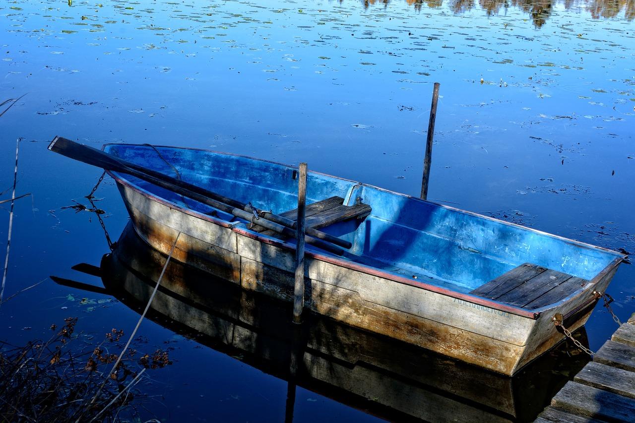 A flat bottom hull row-boat.