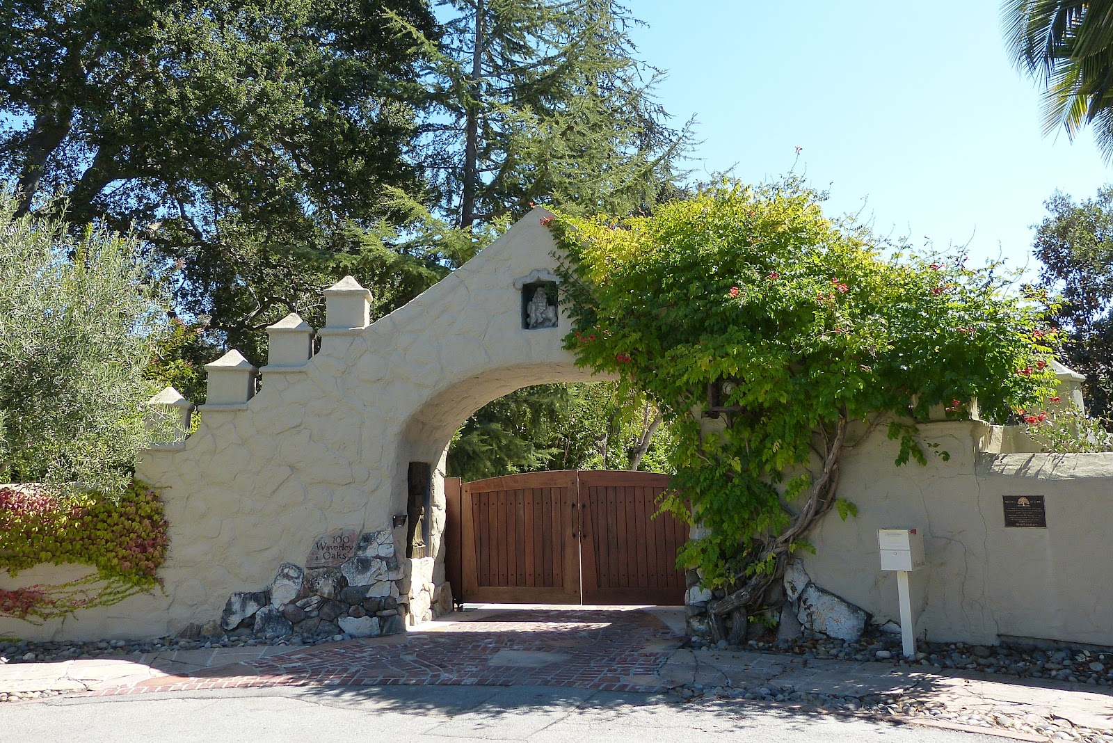 Front_Gate_to_Pedro_de_Lemos_House.JPG