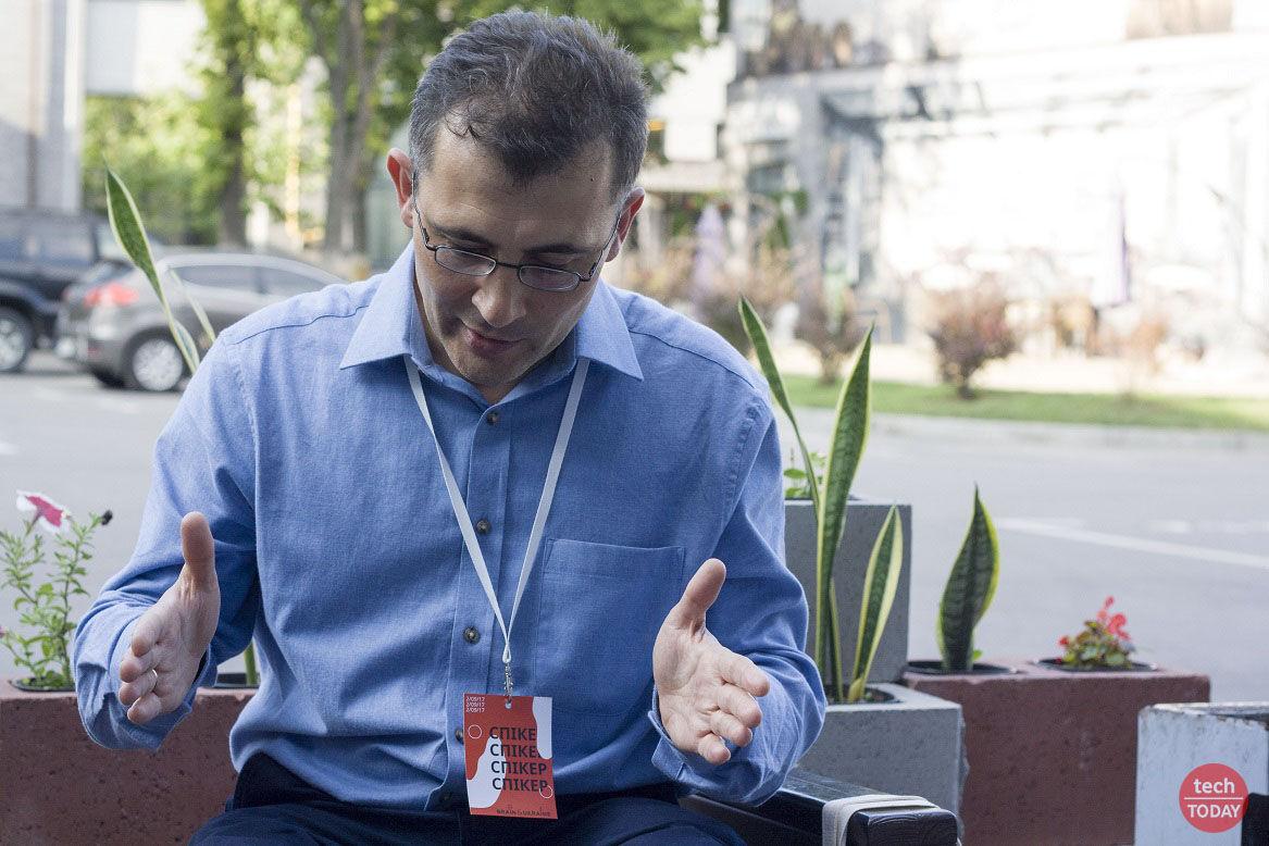 """Леонид Пономаренко: """"мое оборудование в основном состоит из криостата со сверхпроводящим магнитом"""""""