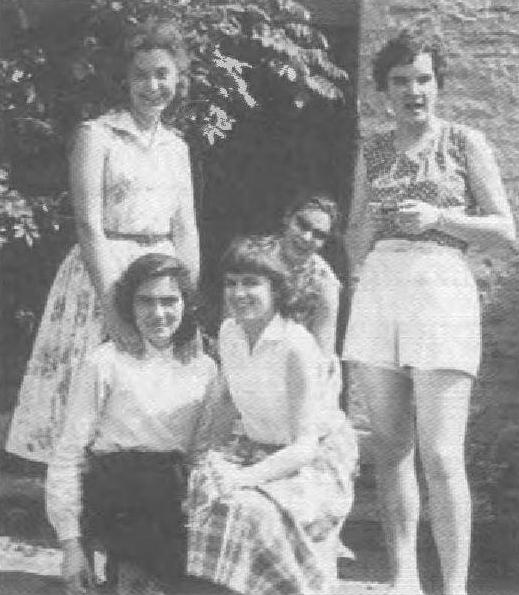 Студентки із Лювену, 1958 рік. Ляриса Качмар, Оля Кравців, медик Оля Лощенко, психолог Іра Лощенко та медик, а відтак хімік Галя Лощенко.