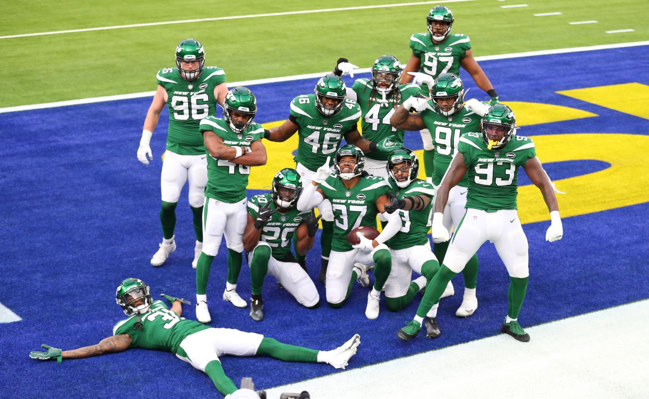 The New York Jets pose for a photo following a touchdown during the first quarter of a game against the Los Angeles Rams at SoFi Stadium on December 20, 2020 in Inglewood, California. (Photo by Joe Scarnici/Getty Images)