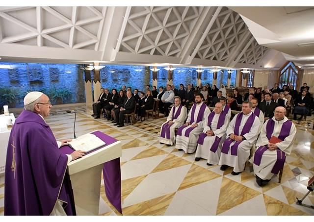 Đức Thánh Cha: 'Thánh giá không phải như một huy hiệu của tổ chức'