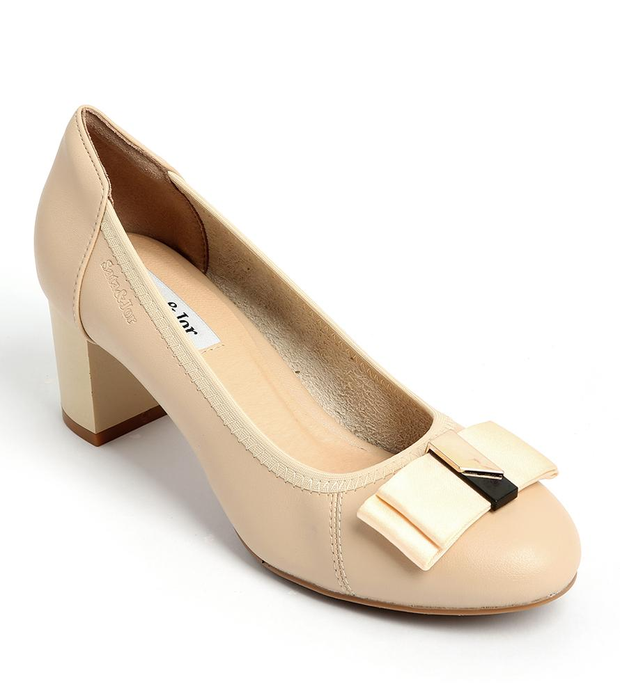 Mẫu giày đơn sắc