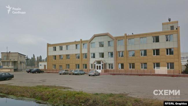 Адреса реєстрації цієї фірми – Одеса, будинок 54 на вулиці Вапняній. Яка, відповідно до даних реєстру юросіб, є спільною із кількома відомими на ринку компаніями