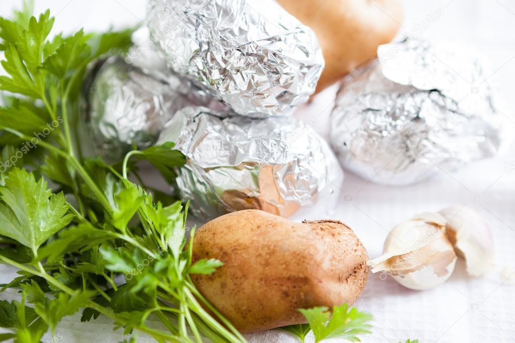 Folyo fırında patates stok fotoğraflar | Folyo fırında patates telifsiz  resimler, görseller | Depositphotos