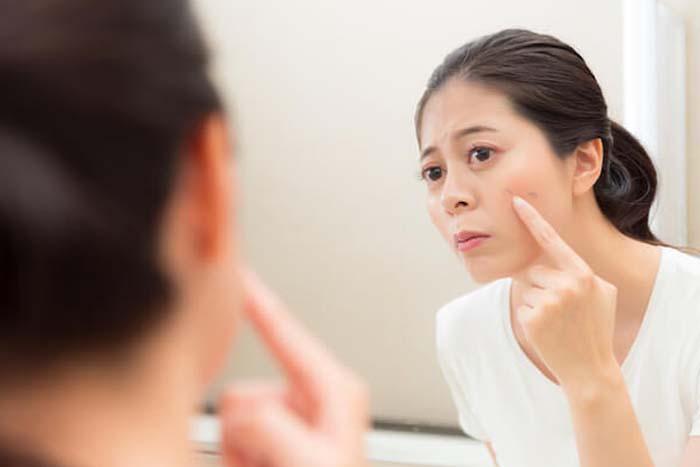 D:\Belgeard\Makeup-Harm-Your-Skin.jpg