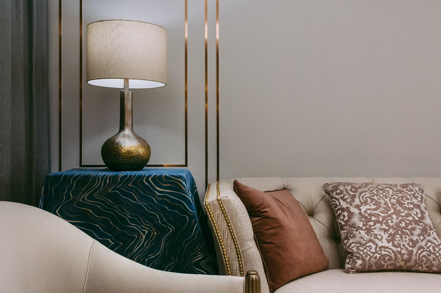 An elegant corner of a living room with a beautiful table lamp, showing one of the ways to decorate with traditional table lamps