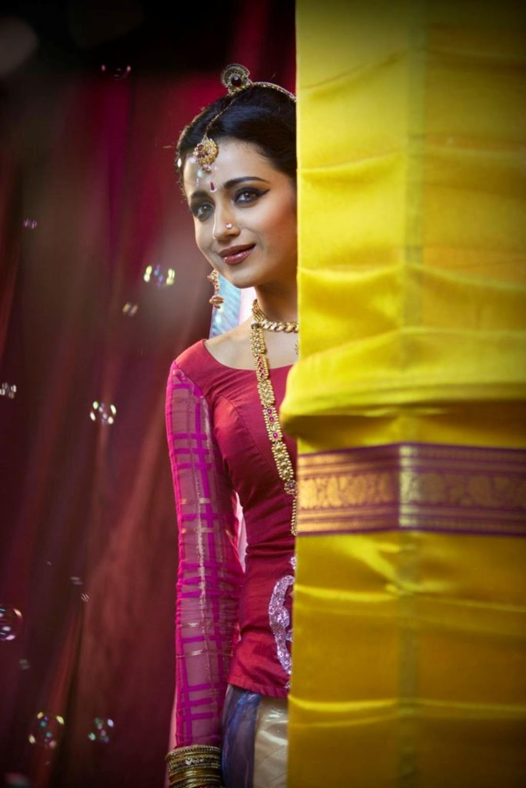 Beautiful Trisha in saree and traditional Jewellery