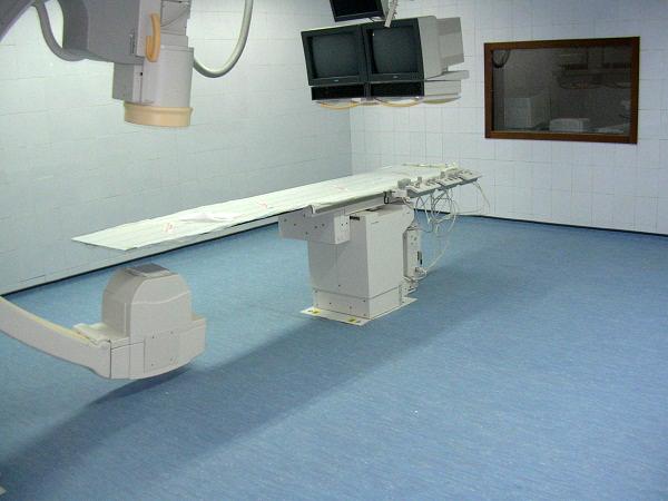 Vệ sinh trong phòng chụp CT