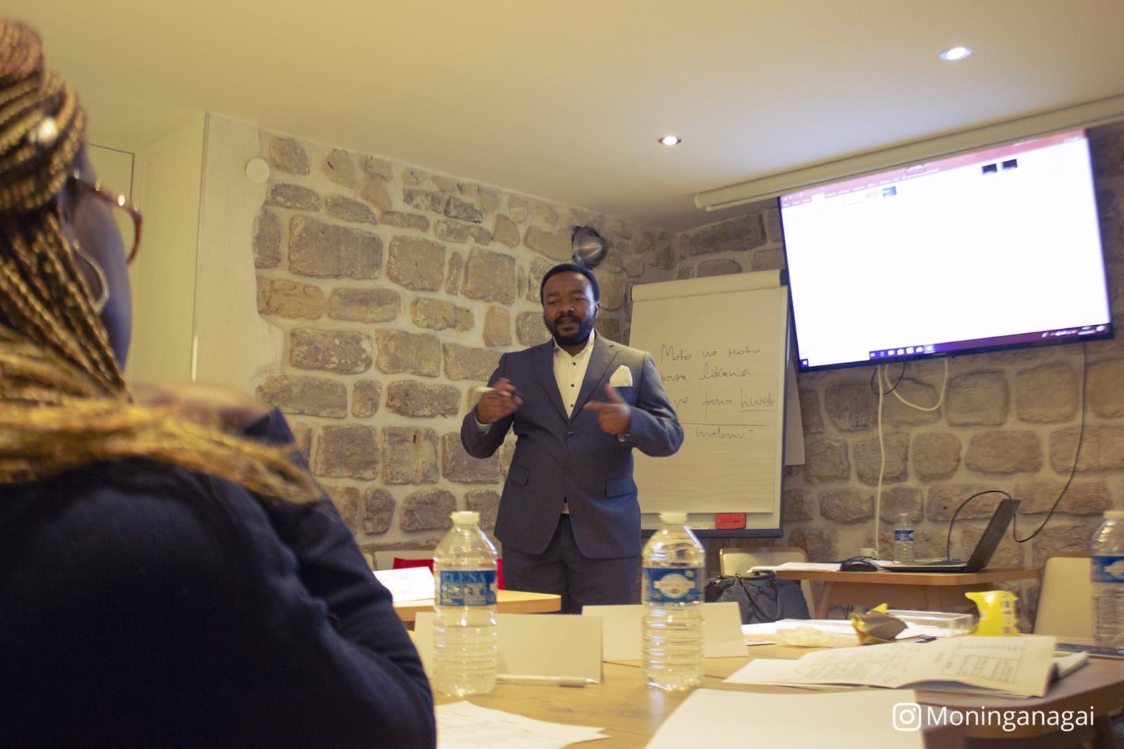 L'apprentissage des langues africaines est de plus en plus répandu. Cours particuliers, ateliers, livres, comptes Instagram...