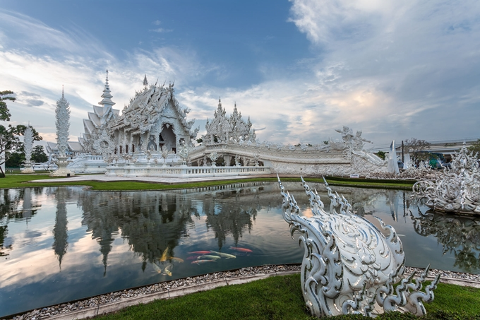 Wat Rong Khun (The White Temple)