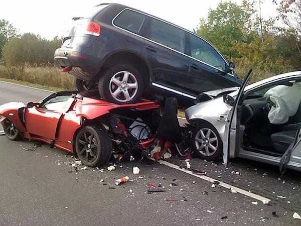 รถชนหนัก เสียหายทั้งคันแบบนี้ ขายซากเรื่องจบเร็วกว่า