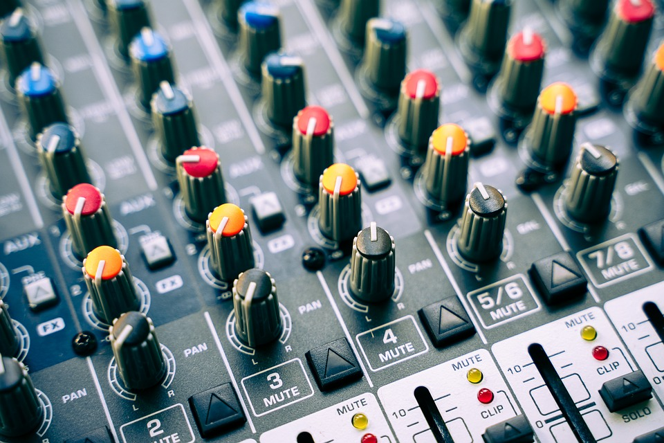 Home Studios: The Pros and Cons You Should Know About 2