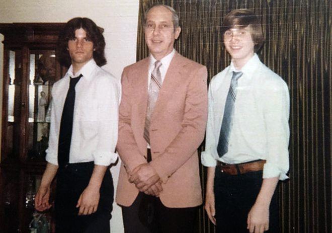 Пол со своим отцом Честером и братом Дейвом