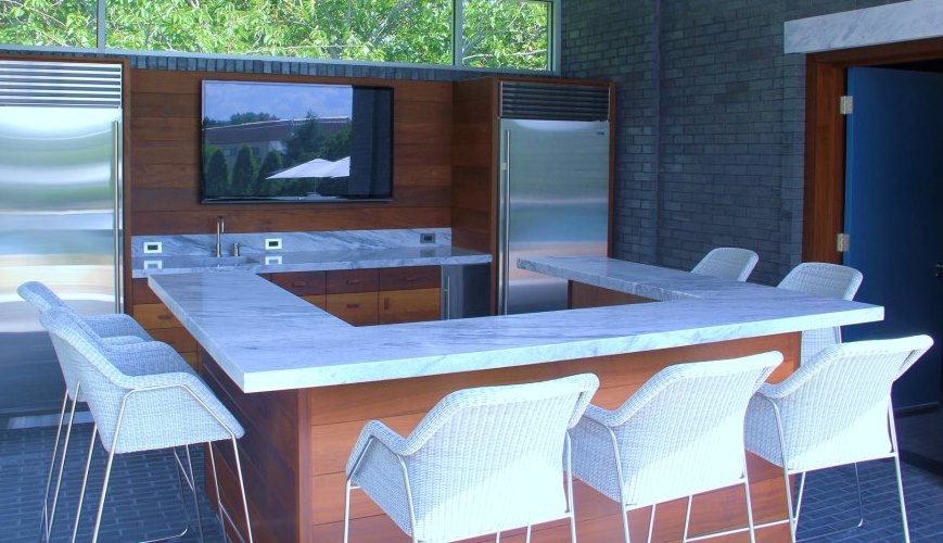 Outdoor bar with natural stone