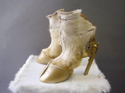 Παπούτσια με όπλο για τακούνι