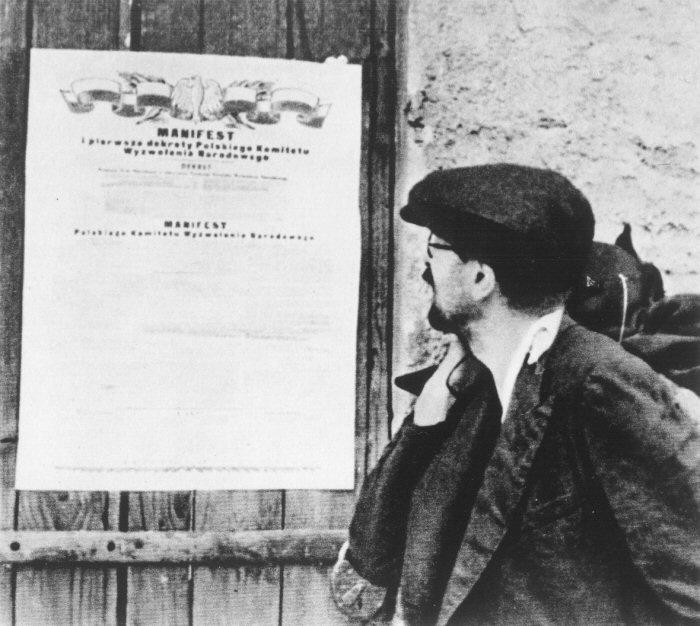 В июне 1944 года комитет национального освобождения Польши, основанный коммунистами страны в Москве, издал манифест, которым провозгласил себя единственным органом исполнительной власти на освобожденной от немцев территории. Члены комитета активно отстаивали вхождение довоенных восточных польских земель в состав СССР / DR