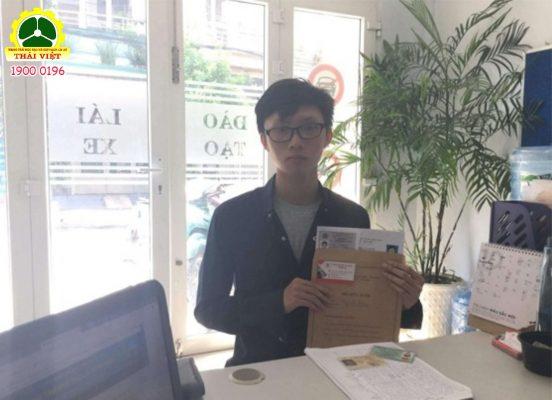 Học-viên-nhận-bằng-tại-Thái-Việt