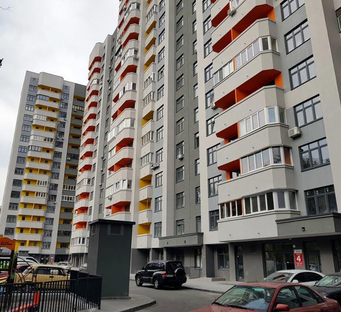 Новострой в Киеве с застекленными балконами