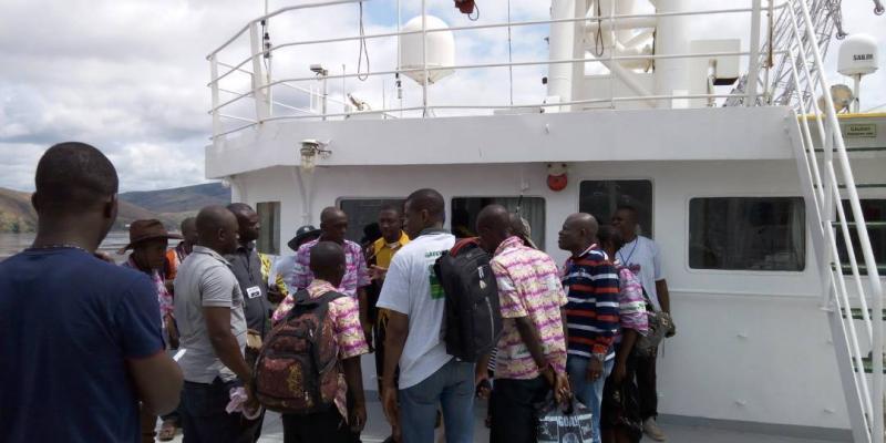 Campagne Greenpeace à Matadi : Des milliers de personnes ont visité le  bateau Esperanza   Actualite.cd