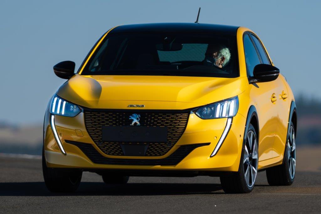 Peugeot 208 e-GT é versão mais esportiva da linha, com motor elétrico (Fonte: Jornal do Carro (Estadão)