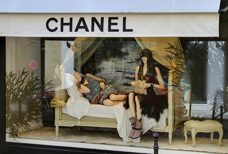 chanel display drwas interest to your business exterior