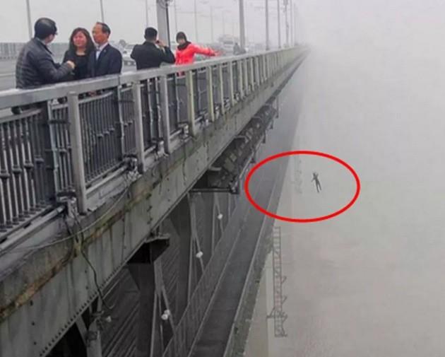 Después de ver lo que está escondido en estas fotografías, quedarás en shock...