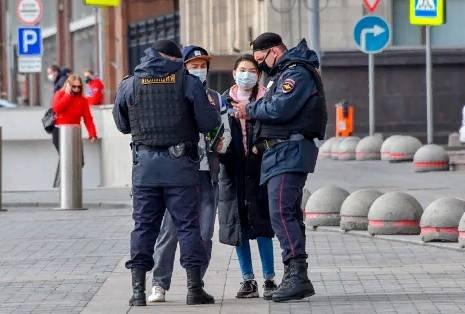 Москва: драки идут, власти следят. И депортируют