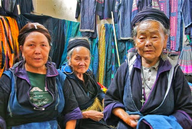 black hmong tribespeople, hilltribes sapa vietnam, sapa shopping, hmong dye fabrics, travel tips sapa