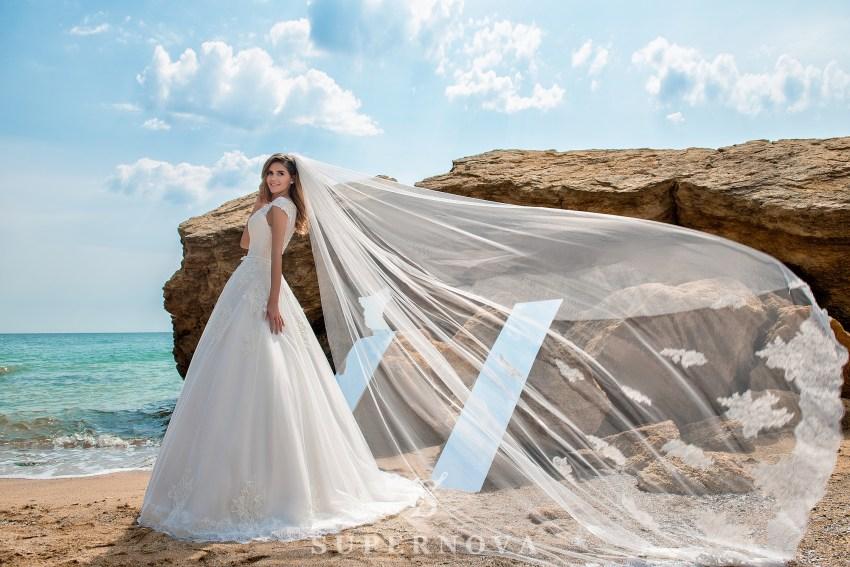 Шикарні весільні сукні оптом