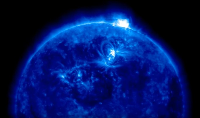 Solar Dynamics Observatory of NASA records Huge 'Rectangular Object' that seemed to emerge from the Sun 1