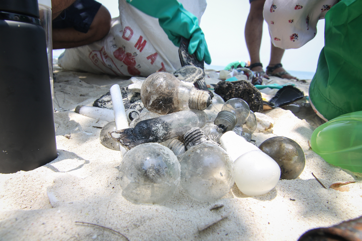 International Coastal Cleanup at Bokor Island Jakarta. © Dhemas Reviyanto / Greenpeace
