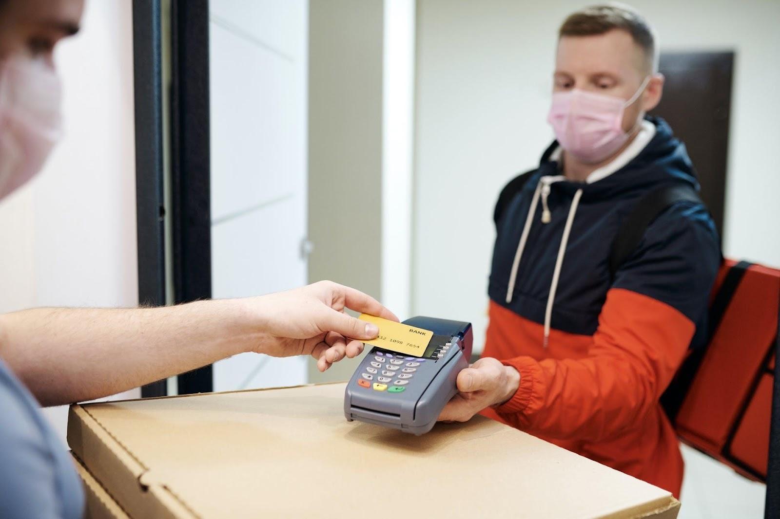 thanh toán qua máy pos là gì