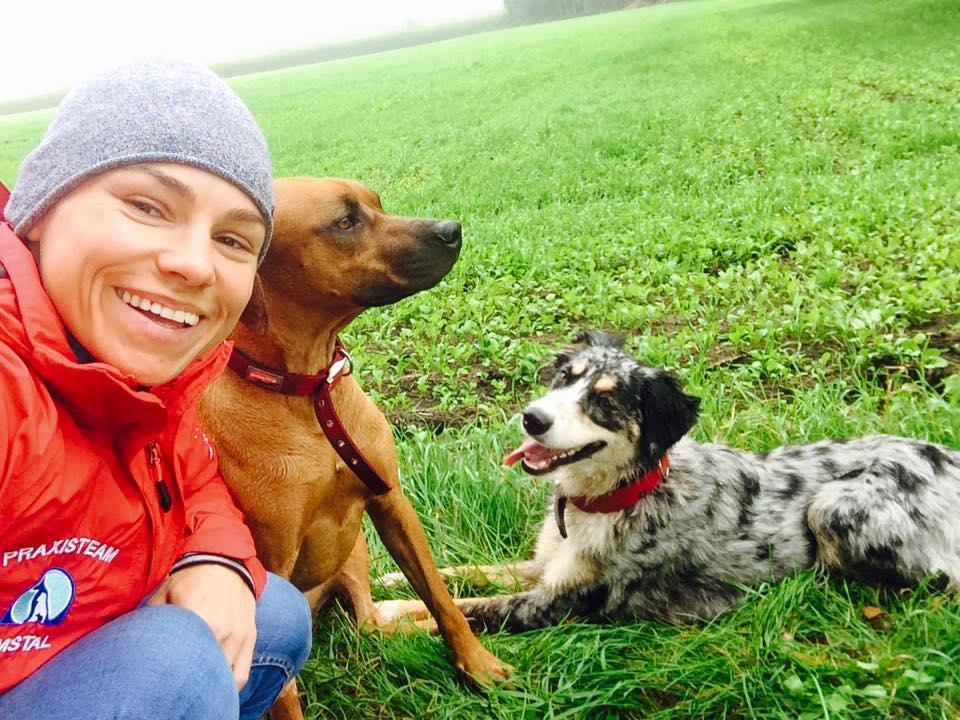 Anna Lechowicz z psami.jpg