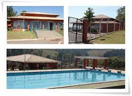 Foto de uma piscina  Descrição gerada automaticamente